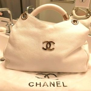 AUTHENTIC CHANEL BAG.